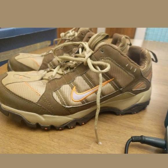 99 Nike ACG all-trac Trail Athletic Shoes 7.5. M 5b422a649539f7b602af9fc2 9f00ccc6f8